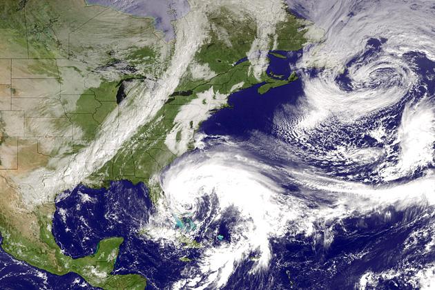 Over 350000 flyr undan cyklon i bangladesh